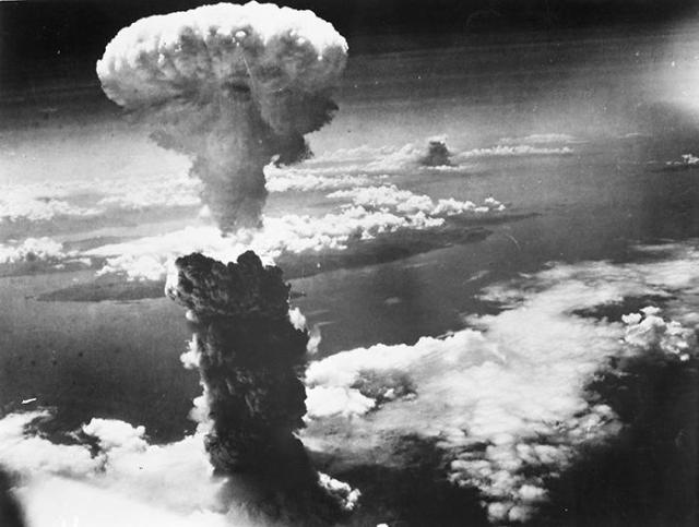 morality of hiroshima and nagasaki essay Transcript of nagasaki and hiroshima bombing outline nagasaki and hiroshima bombing essay does such an event border with the morality and ethics of the us.